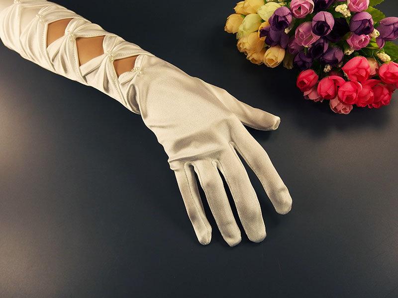 Перчатки белые с бантами 36см