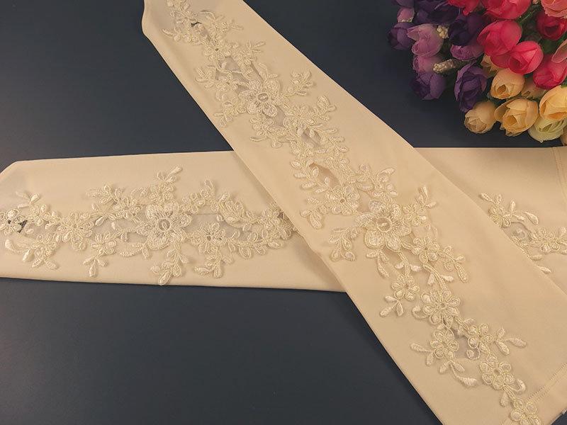 Свадебные митенки №4 42см, молочного цвета с аппликацией перламутр