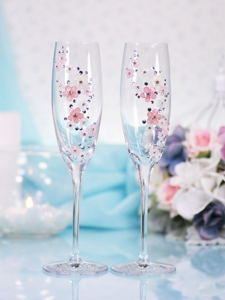 середине июня бокалы для шампанского свадебные фото поступает